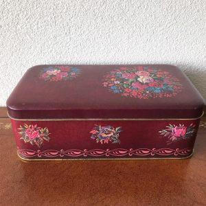 vintage paars blik met bloemetjes