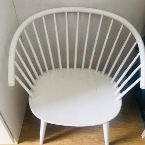 vintage deens design spijlenstoel wit