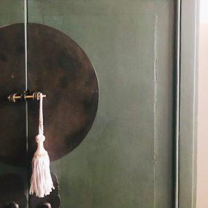 grijze gordijnklos vintage kasthanger