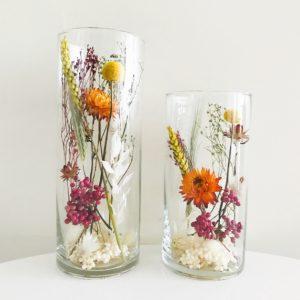 Droogbloemen in glazen pot cilindervaas