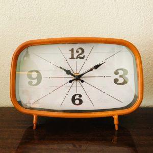 retro style klok vintage oranje