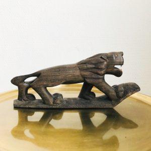 Vintage houten leeuw houtsnijwerk