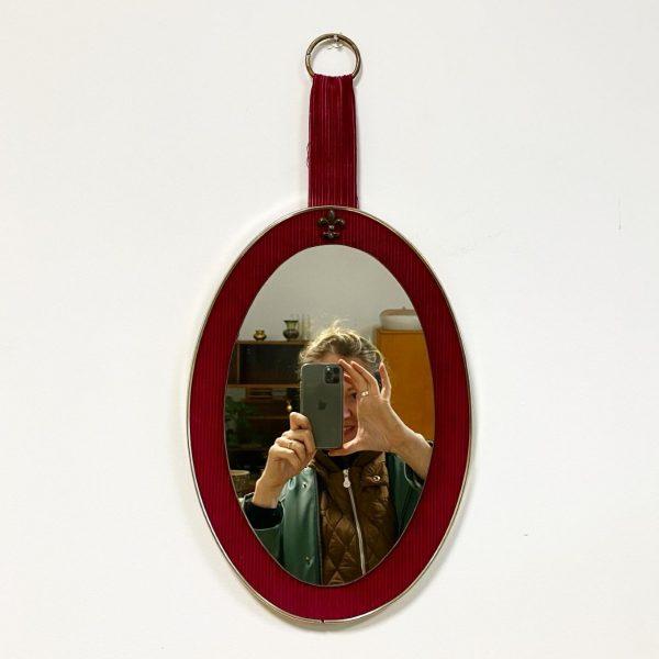 retro spiegel rood fluweel